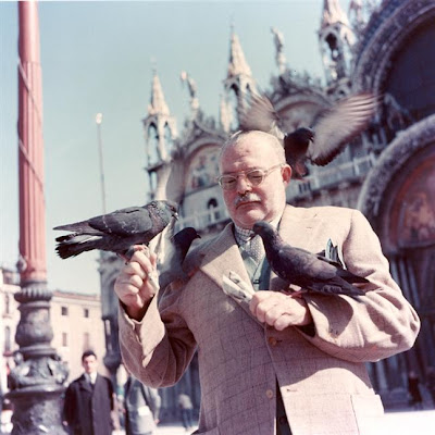 Hemingway with pigeons, Venice