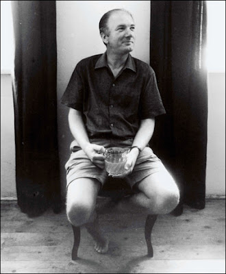 Thomas Bernhard having a pint