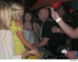 Paris Hilton dissed at Coachella Music Festival
