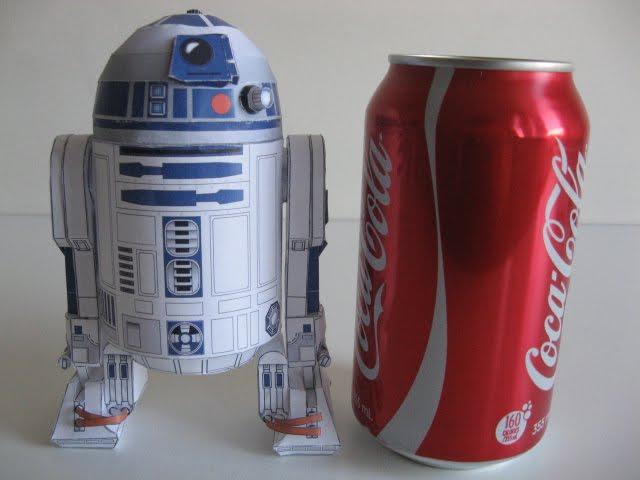 Piper2381: R2-D2 Papercraft