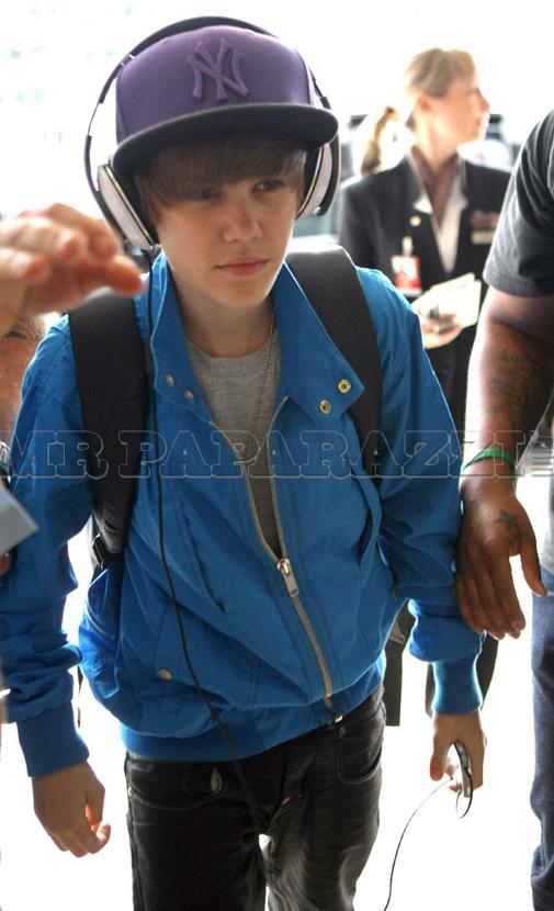 justin bieber hat on. Justin Bieber hat justin