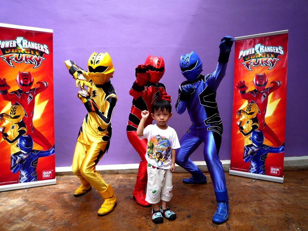 Our precious babies yx and je june 2010 my new power ranger pose m4hsunfo