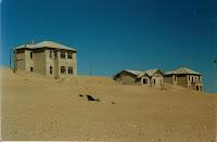 http://2.bp.blogspot.com/_PoXAWsmO1Fo/Sh1QvKkOr4I/AAAAAAAABdw/hzWoym84VDo/s320/Namibia-Kolmanskop-ghost-town-near-Luederitz-SMO.jpg