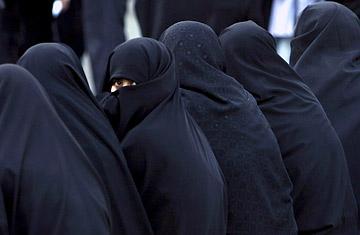 http://2.bp.blogspot.com/_PozK1gpMnMM/S82qB3gLl3I/AAAAAAAAAG0/ycKmhHv59L4/s1600/kobiety-w-iraku.jpg