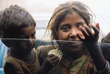 Image result for गरीबी से मुक्त हो रहा भारत
