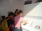 Gi lendo em braille na Feira do livro-2008