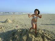 Correndo sobre morro de areia.