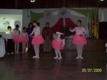 Coreografia criada pela Gislaine, dançada por ela, Andressa e Francielle.