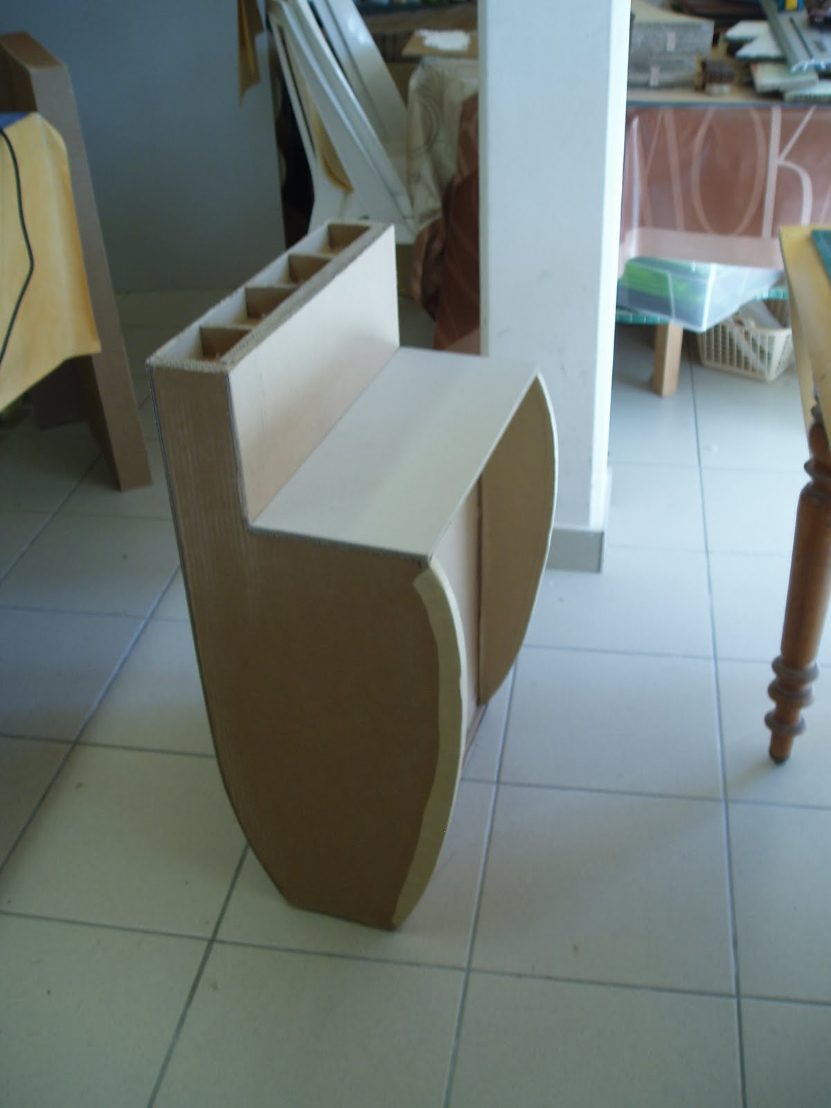 Meuble en carton atsugami avancement du bureau travail de for Finition meuble en carton