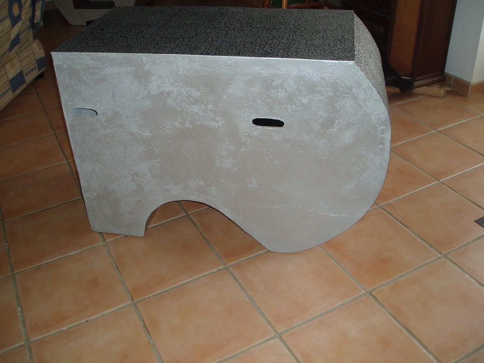 meuble en carton atsugami meuble t l en finition papier enduit cuir. Black Bedroom Furniture Sets. Home Design Ideas