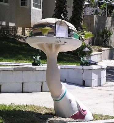 Hamburger mailbox, photo by Rosemary West © 2009