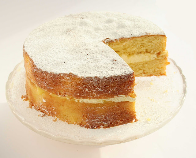 Lemon Cake with lemon curd and fresh cream