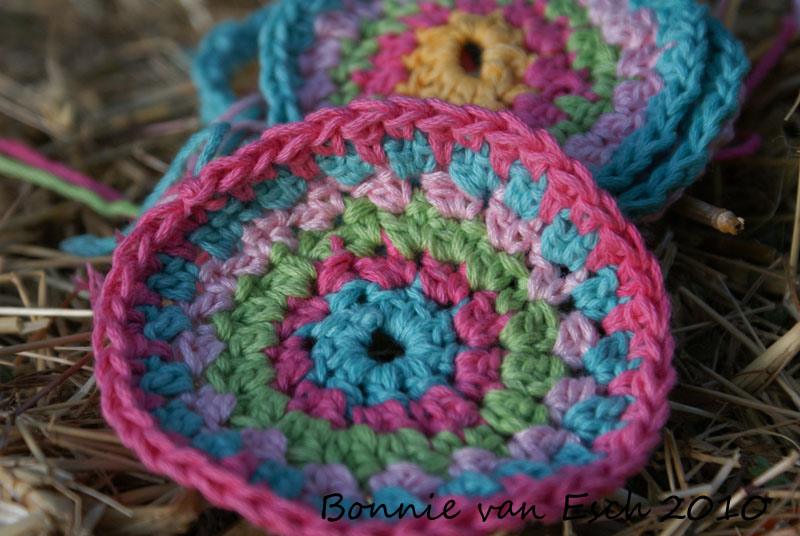 Crocheting In A Circle Pattern : Fiesta Scrap Afghan - Crochet Patterns, Free Crochet Pattern