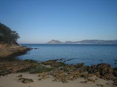 Marea baixa na praia da Arnela.