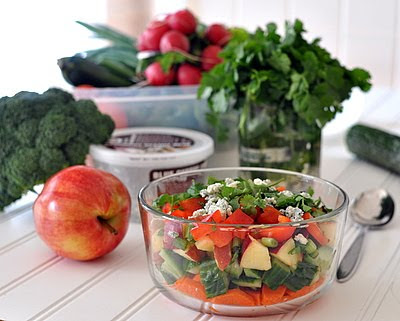 Quick 'n' Easy Raw Salad ♥ KitchenParade.com, just one daily 'healthy habit' that I hope will inspire yours, too.