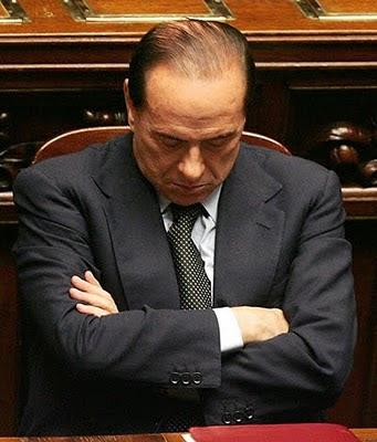 Berlusconi dorme .. in uno dei tanti momenti del suo ultimo governo ...