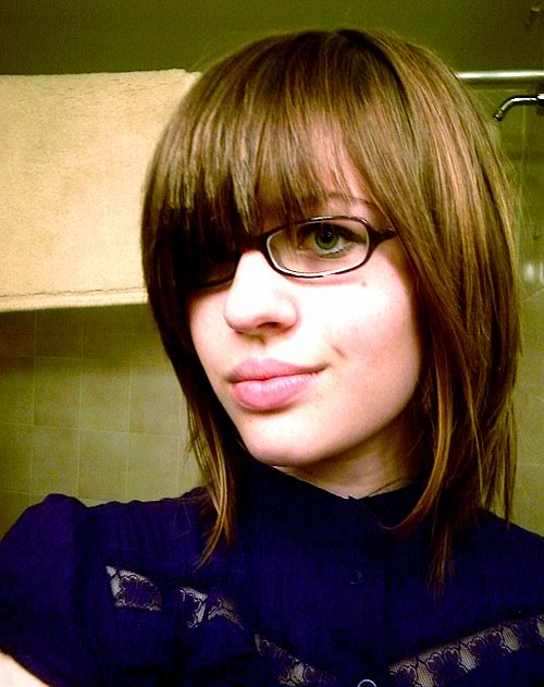 short hairstyles with glasses