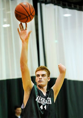 Kevin Laue - Basketball player with one hand