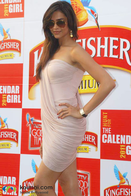 Kingfisher Calendar Wallpaper : Deepika padukone kingfisher calender