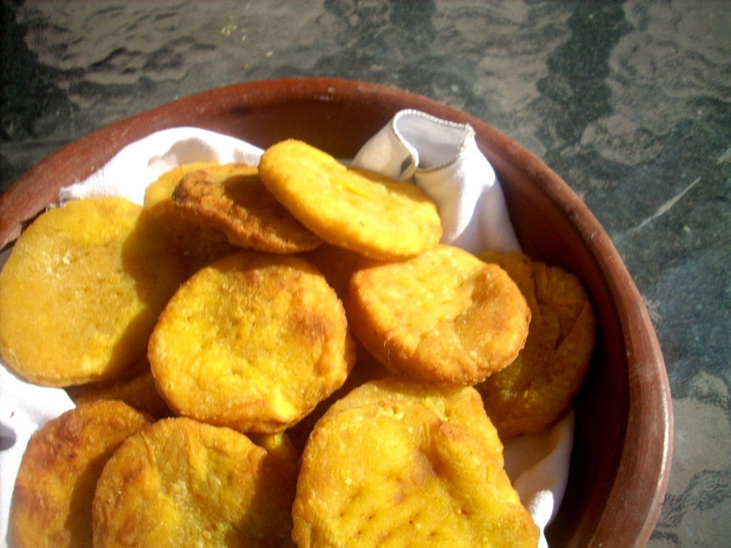 Canela kitchen (gloria): Sopaipillas con pebre (Little ...