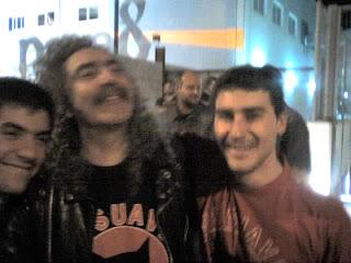 Mi amigo Botana y yo con Yosi a la salida del concierto