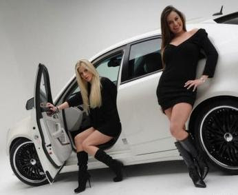 mujeres lindas y autos