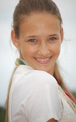 julia roden, hermosa modelo misionera