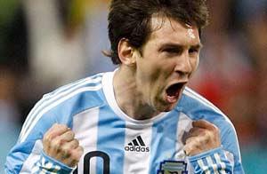 messi festajando gol de seleccion argentina