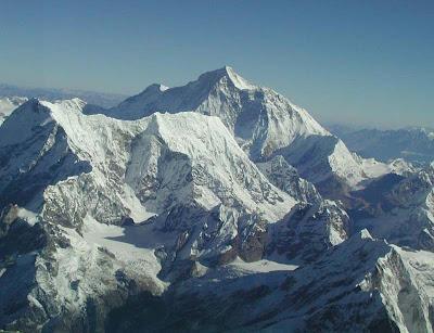 http://2.bp.blogspot.com/_Q6MEhMXVIc4/TTA_29xbYnI/AAAAAAAAACI/JQtRRiOMxzo/s1600/Mount+Everest.jpg