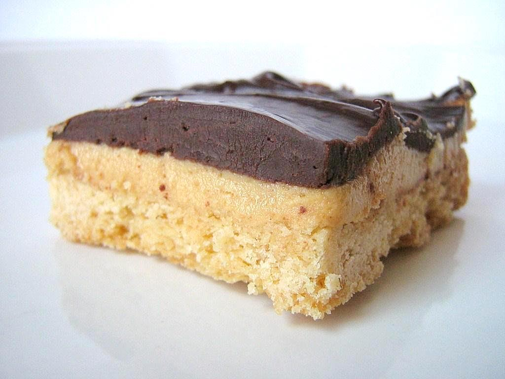 une gamine dans la cuisine: Peanut Butter & Chocolate Shortbread Bars