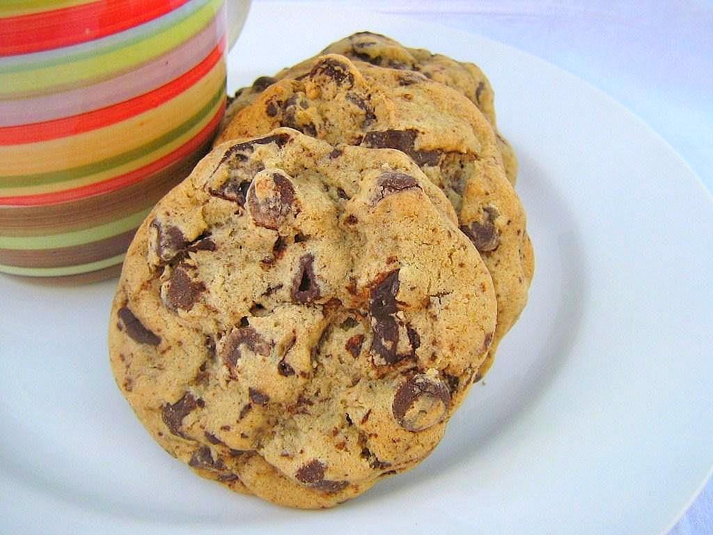 une gamine dans la cuisine: Salted Bittersweet Chocolate Chunk Cookies