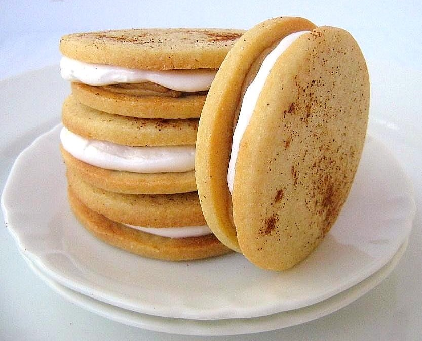 une gamine dans la cuisine: Chocolate-Peanut Butter Moon Pies