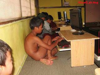 Aksi lucah di cyber cafe..!!!! (18SX)