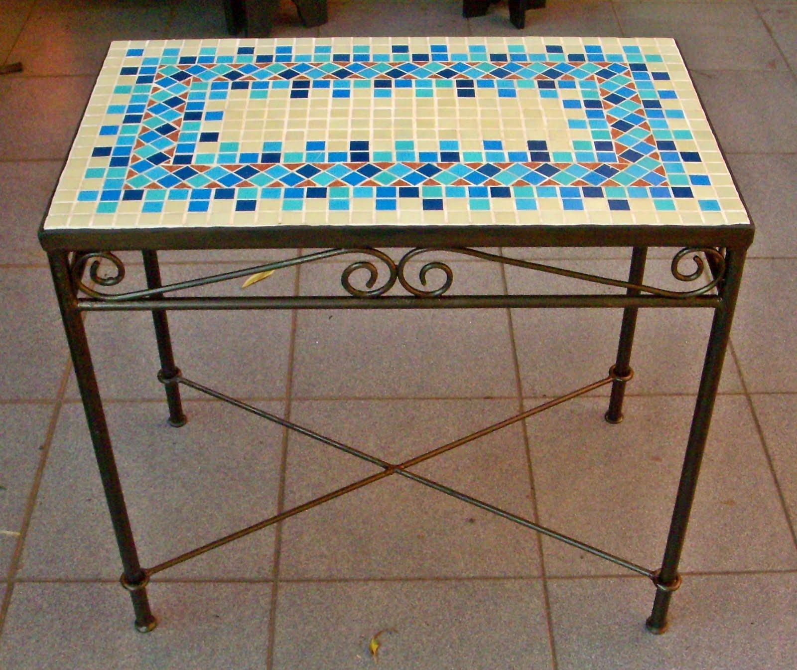Mesas em mosaico al m da rua atelier - Como pintar mosaicos ...