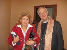Ketti Bosco con il parroco di Pontelambro Como..