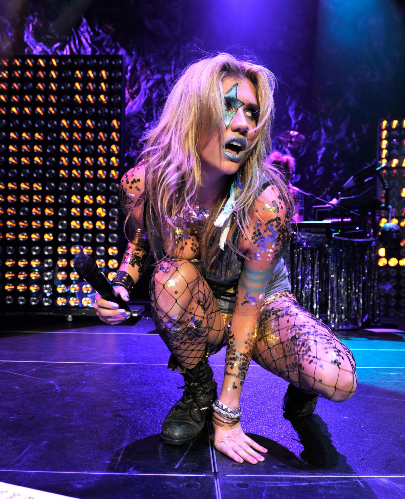 Ke$ha Drops Thousands On Glitter | UberFacts