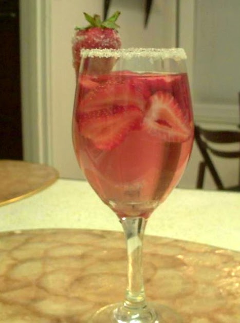 Poor Girl Eats Well: Recipe: White Zin-ful Strawberry Cooler