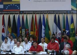 CUMBRE Presidente Chávez se incorporó a reunión de trabajo.