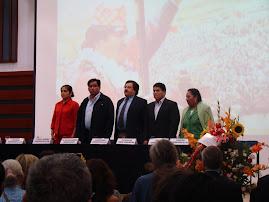 EL EMBAJADOR DE BOLIVIA FRANZ SOLANO CHUQUIMIA CON CONGRESISTAS PERUANOS