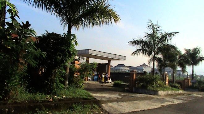 usaha kecil di jl.kha dahlan kalierang bumiayu, pebruari 2009