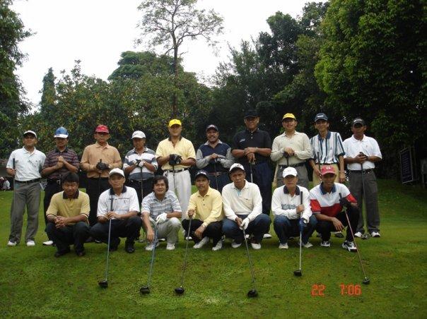 saya golf bersama dg staf kbri di yangon myanmar 2006