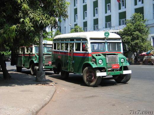 bus di yangon myanmar