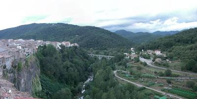 Castellfolit de la Roca and the Fluvià river in La Garrotxa
