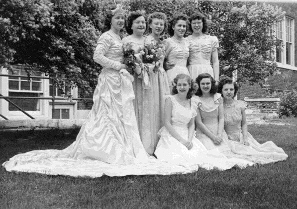 [queen.and.court-1949]