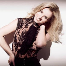 Britney Spears (L)