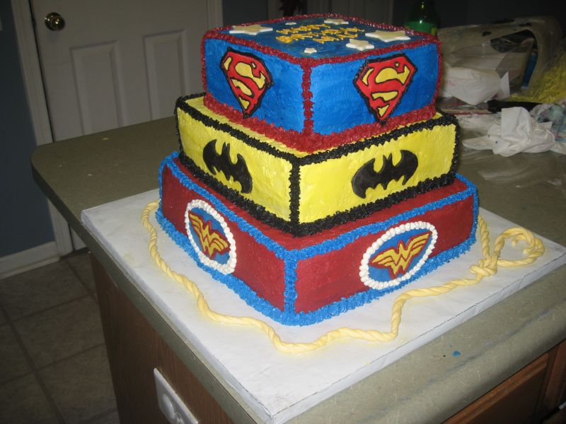 Happy birthday Taylore - Page 2 Batman_Wonder_Woman_cake