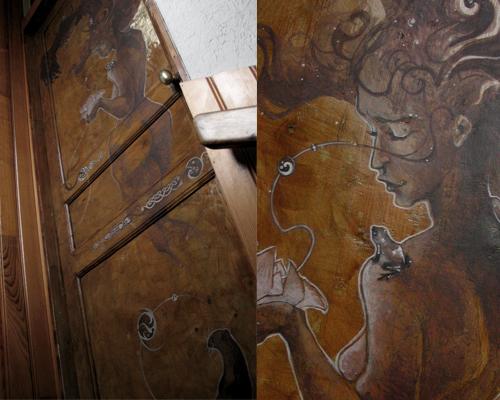 ornement de porte (bois décapé, peinture acrylique, poignée lustrée!!)
