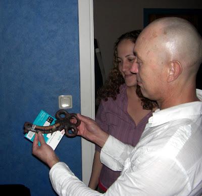 Una llave grandotota para colgar las llaves pequñitas.