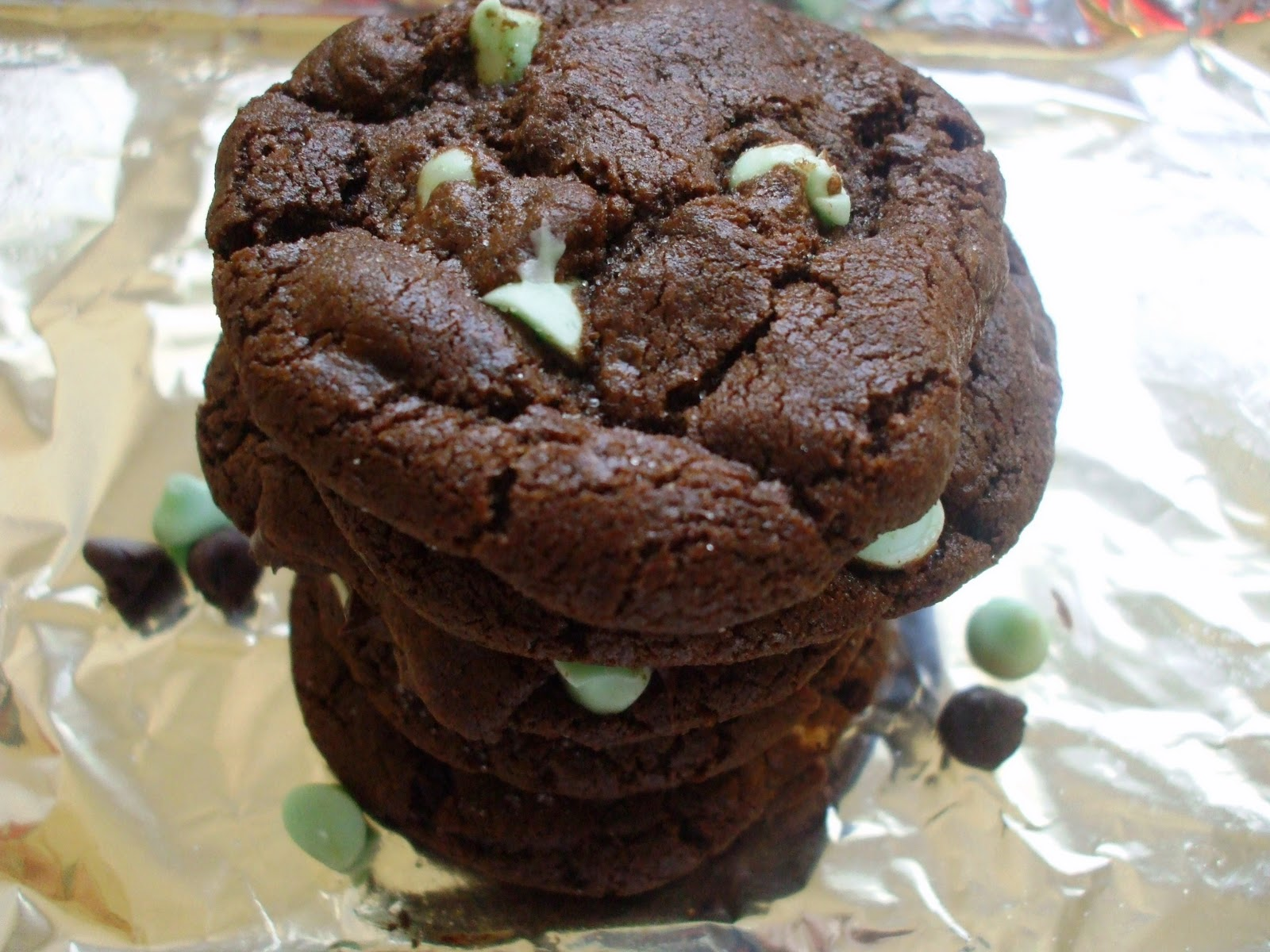 Sinful Sundays: Mint Chocolate Chip Cookies