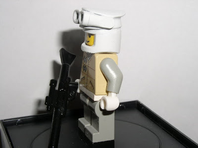 Custom LEGO Star Wars Luke (Hoth) - side view